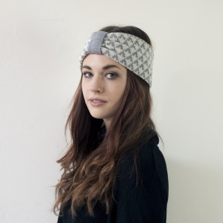 Arrow knitted headband - seal and white