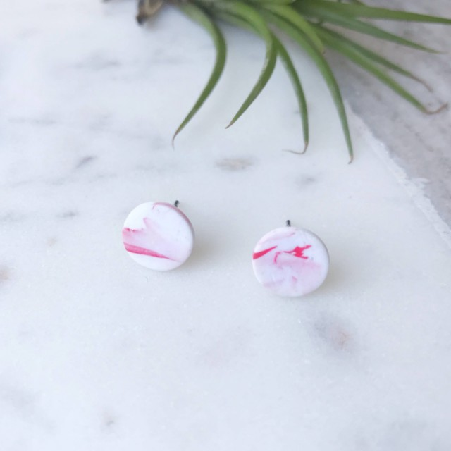 Stud Earrings -white And Red Marbled Round